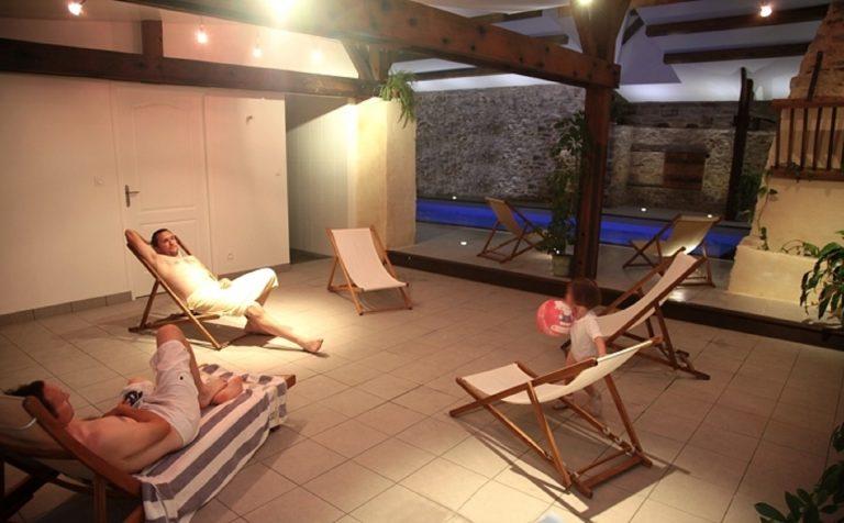 piscine-interieure-de-nuit